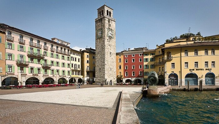 Piazza 3 Novembre e Torre Apponale